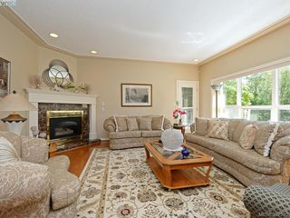 Photo 2: 4652 Boulderwood Drive in VICTORIA: SE Broadmead Single Family Detached for sale (Saanich East)  : MLS®# 392510