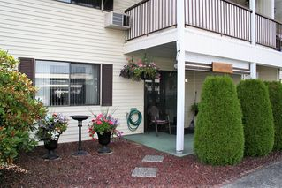 """Photo 3: 17 32959 GEORGE FERGUSON Way in Abbotsford: Central Abbotsford Townhouse for sale in """"Oakhurst Park"""" : MLS®# R2288325"""
