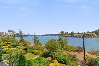 "Photo 18: 212 220 SALTER Street in New Westminster: Queensborough Condo for sale in ""GLASSHOUSE"" : MLS®# R2294293"