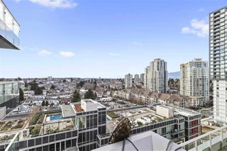 "Photo 1: 1103 5665 BOUNDARY Road in Burnaby: Collingwood VE Condo for sale in ""Wall Centre Central Park"" (Vancouver East)  : MLS®# R2343424"