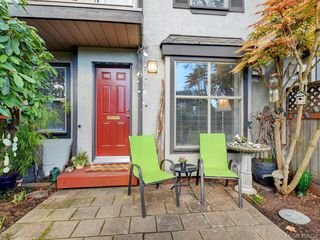 Photo 3: 8 1010 Pembroke Street in VICTORIA: Vi Central Park Townhouse for sale (Victoria)  : MLS®# 406358