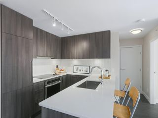 """Main Photo: 1101 668 COLUMBIA Street in New Westminster: Quay Condo for sale in """"Trapp + Holbrook"""" : MLS®# R2357335"""