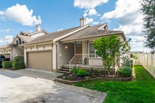 """Photo 1: 16 20222 96 Avenue in Langley: Walnut Grove Townhouse for sale in """"Windsor Gardens"""" : MLS®# R2362308"""