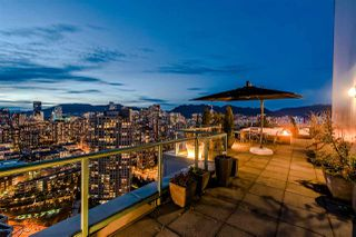 "Photo 3: 3905 1033 MARINASIDE Crescent in Vancouver: Yaletown Condo for sale in ""QUAYWEST"" (Vancouver West)  : MLS®# R2366439"