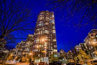 "Photo 4: 3905 1033 MARINASIDE Crescent in Vancouver: Yaletown Condo for sale in ""QUAYWEST"" (Vancouver West)  : MLS®# R2366439"