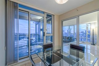 "Photo 9: 3905 1033 MARINASIDE Crescent in Vancouver: Yaletown Condo for sale in ""QUAYWEST"" (Vancouver West)  : MLS®# R2366439"