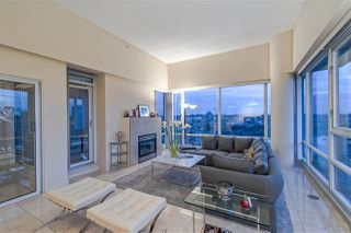 "Photo 8: 3905 1033 MARINASIDE Crescent in Vancouver: Yaletown Condo for sale in ""QUAYWEST"" (Vancouver West)  : MLS®# R2366439"