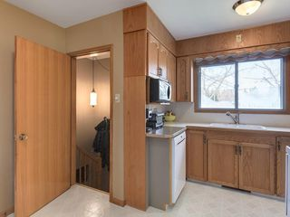 Photo 13: 3407 MORLEY Trail NW in Calgary: Banff Trail Detached for sale : MLS®# C4243656