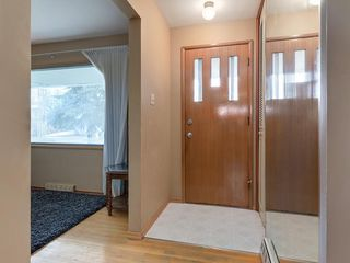 Photo 2: 3407 MORLEY Trail NW in Calgary: Banff Trail Detached for sale : MLS®# C4243656