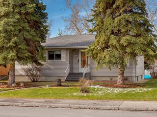 Photo 1: 3407 MORLEY Trail NW in Calgary: Banff Trail Detached for sale : MLS®# C4243656
