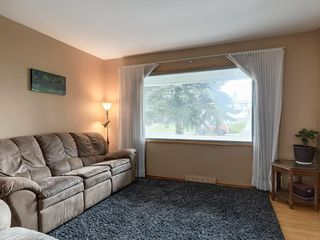 Photo 5: 3407 MORLEY Trail NW in Calgary: Banff Trail Detached for sale : MLS®# C4243656