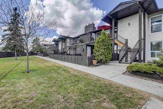 Photo 4: 17213 92 Avenue in Edmonton: Zone 20 Carriage for sale : MLS®# E4196018