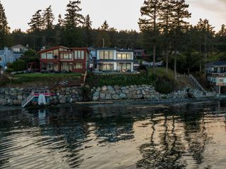 Photo 32: 8527 Lochside Dr in : NS Bazan Bay House for sale (North Saanich)  : MLS®# 858175