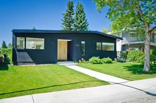 Photo 3: 5327 Carney Road NW in Calgary: Charleswood Detached for sale : MLS®# A1049468