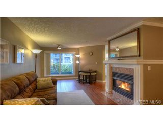 Photo 2: 103 689 Bay Street in VICTORIA: Vi Downtown Condo Apartment for sale (Victoria)  : MLS®# 331064