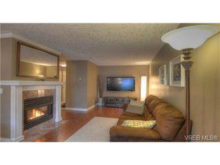 Photo 1: 103 689 Bay Street in VICTORIA: Vi Downtown Condo Apartment for sale (Victoria)  : MLS®# 331064