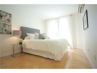 "Photo 11: 3211 33 CHESTERFIELD Place in North Vancouver: Lower Lonsdale Condo for sale in ""HARBOURVIEW PARK"" : MLS®# V1109655"