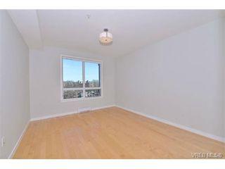 Photo 1: 403 924 Esquimalt Rd in VICTORIA: Es Old Esquimalt Condo Apartment for sale (Esquimalt)  : MLS®# 698615