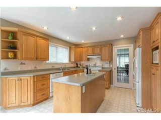 Photo 3: 6247 Rodolph Rd in VICTORIA: CS Tanner House for sale (Central Saanich)  : MLS®# 728007