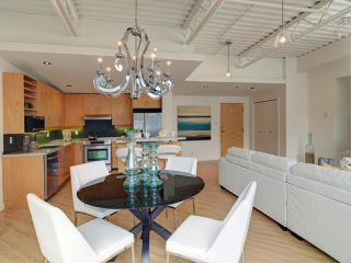 "Photo 4: 511 549 COLUMBIA Street in New Westminster: Downtown NW Condo for sale in ""C2C LOFTS"" : MLS®# R2089522"