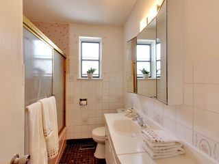Photo 8: 144 Santamonica Boulevard in Toronto: Clairlea-Birchmount House (Bungalow) for sale (Toronto E04)  : MLS®# E3609016