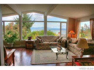Photo 1: 5036 Sunrise Terr in VICTORIA: SE Cordova Bay Single Family Detached for sale (Saanich East)  : MLS®# 743056