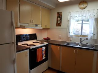 "Photo 4: 3 3031 200 Street in Langley: Brookswood Langley Manufactured Home for sale in ""Cedar Creek Estates"" : MLS®# R2123592"