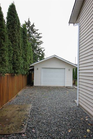 Photo 19: 17262 62A Avenue in Surrey: Cloverdale BC House for sale (Cloverdale)  : MLS®# R2125383