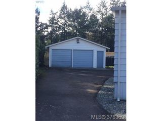 Photo 2: 995 Haslam Ave in VICTORIA: La Glen Lake House for sale (Langford)  : MLS®# 755463