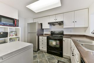 "Photo 4: 1302 14881 103A Avenue in Surrey: Guildford Condo for sale in ""Sunwest Estates"" (North Surrey)  : MLS®# R2266933"