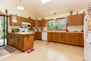 Photo 7: 335 Hector Rd in VICTORIA: SW Interurban Single Family Detached for sale (Saanich West)  : MLS®# 795587