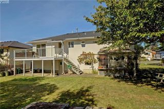 Photo 3: 1615 Sheridan Ave in VICTORIA: SE Mt Tolmie Single Family Detached for sale (Saanich East)  : MLS®# 802020