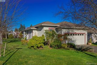 Main Photo: 7971 Polo Park Crescent in SAANICHTON: CS Saanichton Single Family Detached for sale (Central Saanich)  : MLS®# 405246
