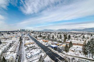 "Photo 3: 1905 6611 SOUTHOAKS Crescent in Burnaby: Highgate Condo for sale in ""GEMINI I"" (Burnaby South)  : MLS®# R2340417"