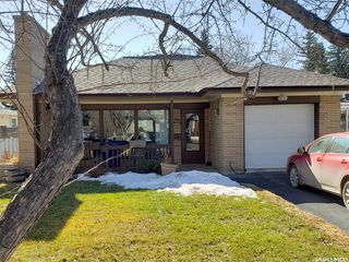 Photo 1: 322 Lake Crescent in Saskatoon: Grosvenor Park Residential for sale : MLS®# SK763928