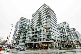 "Main Photo: 560 108 W 1ST Avenue in Vancouver: False Creek Condo for sale in ""WALL CENTRE FALSE CREEK"" (Vancouver West)  : MLS®# R2355210"