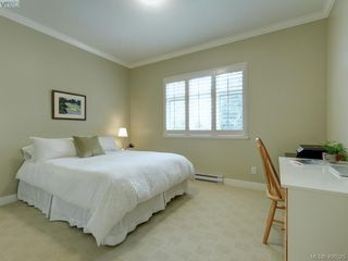 Photo 15: 562 Caselton Place in VICTORIA: SW Royal Oak Row/Townhouse for sale (Saanich West)  : MLS®# 408525