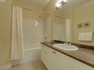 Photo 14: 562 Caselton Place in VICTORIA: SW Royal Oak Row/Townhouse for sale (Saanich West)  : MLS®# 408525