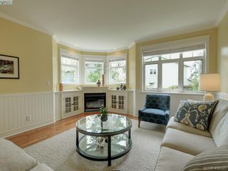 Photo 2: 562 Caselton Place in VICTORIA: SW Royal Oak Row/Townhouse for sale (Saanich West)  : MLS®# 408525