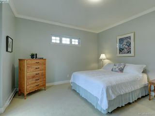 Photo 13: 562 Caselton Place in VICTORIA: SW Royal Oak Row/Townhouse for sale (Saanich West)  : MLS®# 408525