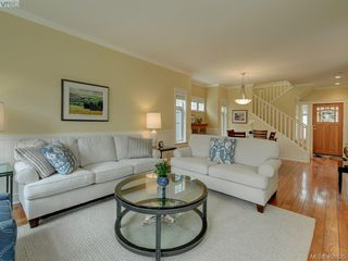 Photo 3: 562 Caselton Place in VICTORIA: SW Royal Oak Row/Townhouse for sale (Saanich West)  : MLS®# 408525