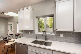 Photo 10: 1037 Leslie Dr in VICTORIA: SE Quadra Half Duplex for sale (Saanich East)  : MLS®# 816161