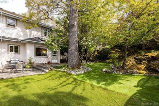 Photo 3: 1037 Leslie Dr in VICTORIA: SE Quadra Half Duplex for sale (Saanich East)  : MLS®# 816161