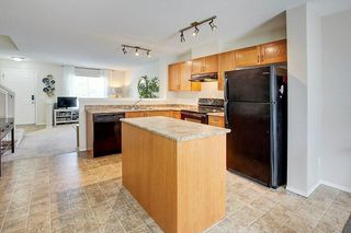Photo 11: 333 ELGIN Garden SE in Calgary: McKenzie Towne Row/Townhouse for sale : MLS®# C4249507