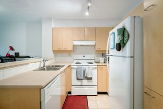 "Photo 2: 305 1989 DUNBAR Street in Vancouver: Kitsilano Condo for sale in ""SONESTA"" (Vancouver West)  : MLS®# R2380994"
