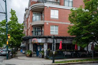 "Photo 13: 305 1989 DUNBAR Street in Vancouver: Kitsilano Condo for sale in ""SONESTA"" (Vancouver West)  : MLS®# R2380994"