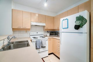 "Photo 3: 305 1989 DUNBAR Street in Vancouver: Kitsilano Condo for sale in ""SONESTA"" (Vancouver West)  : MLS®# R2380994"