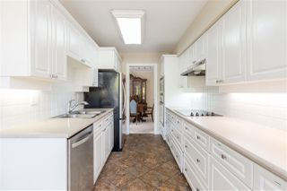 """Photo 10: 302 1010 W 42ND Avenue in Vancouver: South Granville Condo for sale in """"Oak Gardens"""" (Vancouver West)  : MLS®# R2419293"""