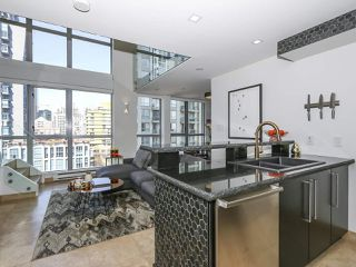 "Photo 1: 804 1238 RICHARDS Street in Vancouver: Yaletown Condo for sale in ""THE METROPOLIS"" (Vancouver West)  : MLS®# R2455018"