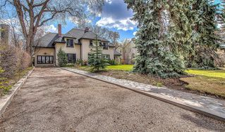 Photo 2: 2722 MONTCALM Crescent SW in Calgary: Upper Mount Royal Detached for sale : MLS®# C4296404